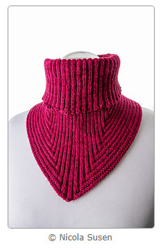 Treppenviertel Cowl by Nicola Susen (screenshot from Ravelry)