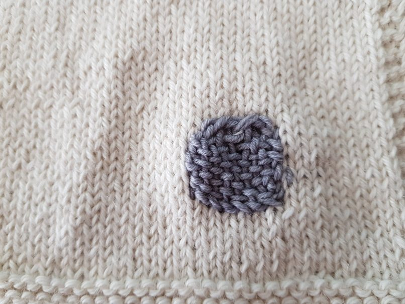 darn knits - Darned hole. Visible but durable. Please excuse the messy top. I didn't have a darning egg handy. The beginning would have been easier with one because the fabric is still unstable.