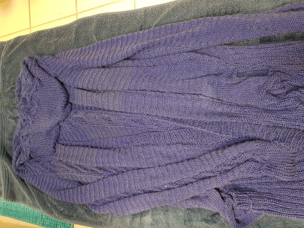 wash wool - This is as flat as I managed to lay this cardigan out. But it was good enough. I did this so the cardigan wouldn't drip anymore when I put it on my rack to dry.